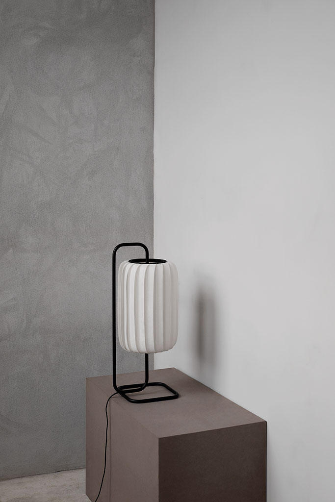 TR37_table_pc_white_light_off